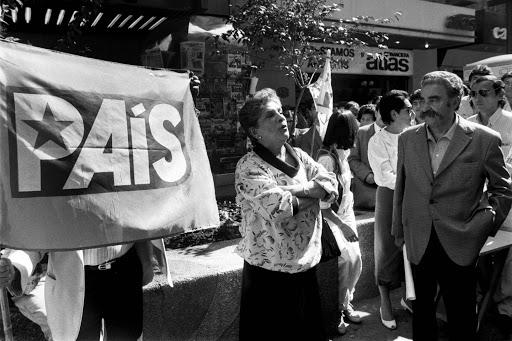 Manifestacion del PAIS  en el paseo AhumadaSantiago Chile 12 Abril 1989